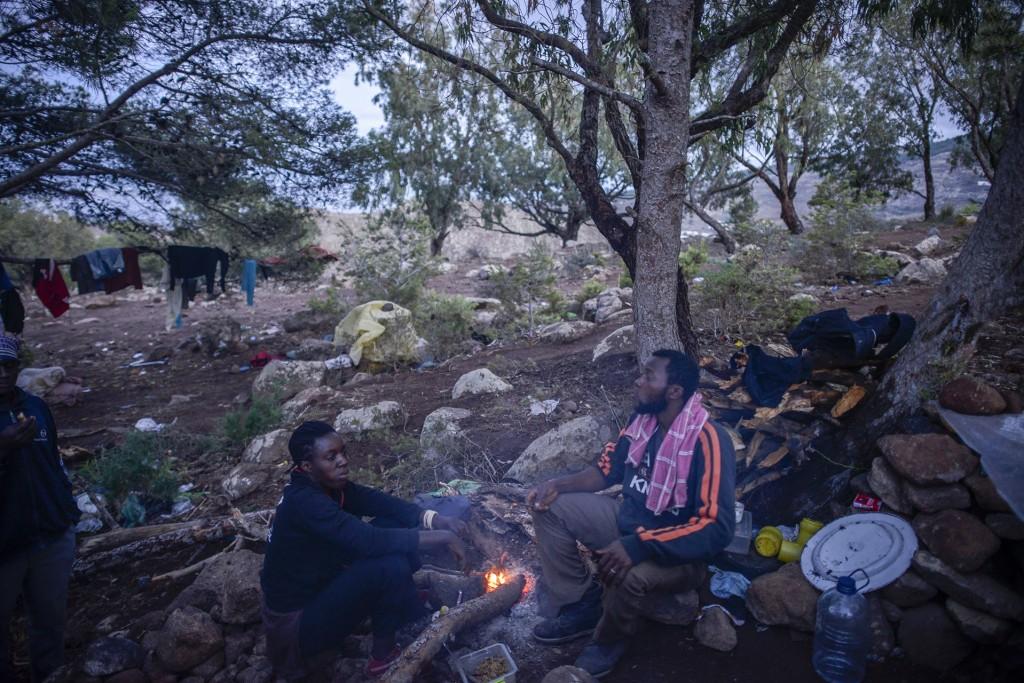 Amina y su marido Fade, en el campamento del monte Gurugú. Galería de fotos pulsando sobre la imagen. © Pedro ARMESTRE