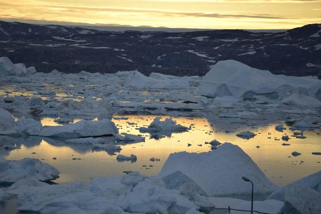Los científicos estiman que dentro de 10 o 20 años el Ártico se quedará sin hielo en verano.  En el tercer día de ruta, la expedición ha tenido una temperatura de 20 grados. © Pedro ARMESTRE.