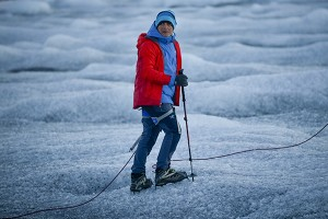 Alejandro Sanz acompaña a la expedición de Greenpeace en el casquete polar Artico, en Groenlandia, para mostrar las evidencias del cambio climatico. en Groenlandia. La imagen ha sido tomada con Fujifilm X-pro1 ( Pulsa sobre la imagen para conocer las características técnicas de la cámara). 20 Julio 2013. © Greenpeace/Pedro ARMESTRE