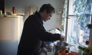 Alejandro Sanz prepara pasta para cenar para la expedición #SalvaelÁrtico. La imagen ha sido tomada con Fujifilm X-pro1  ( Pulsa sobre la imagen para conocer las características técnicas de la cámara). © Pedro ARMESTRE
