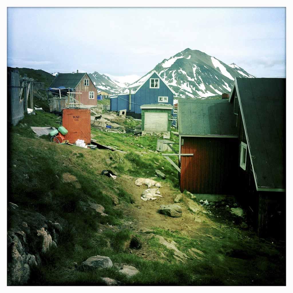 Estas son las casas de los inuits, los habitantes locales de Groenlandia que ven cómo peligra su modo de vida por el cambio climático.