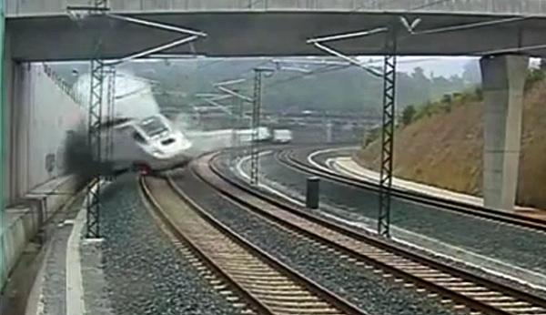 Captura del vídeo donde se aprecia el descarrilamiento del Tren Alvia en las proximidades de Santiago de Compostela, A Coruña.