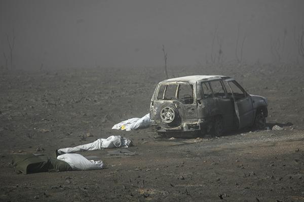 11 miembros del retén de Cogolludo fallecieron atrapados por las llamas en el incendio de Ribas de Saelices, Guadalajara, en julio de 2005. (c) Pedro ARMESTRE