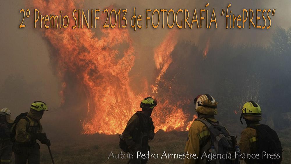 Pulsando sobre la imagen se accede a la galería del incendio donde fue tomada. Fujifilm apoya a Pedro Armestre en sus proyectos.