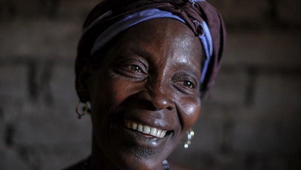 Yaya Balde en su casa de Sissaucunda. Fujifilm X-E2
