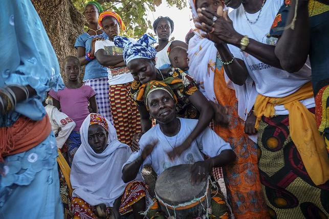 Un grupo de mujeres de Sissaucunda (Guinea Bissau) ha conseguido por primera vez en el país ser propietarias de la tierra. (c) PEDRO ARMESTRE